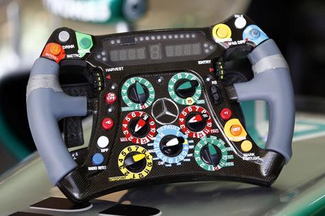 mercedes_steering_2013.jpg